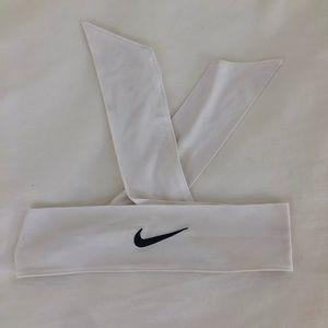 👟 White NIKE tie headband